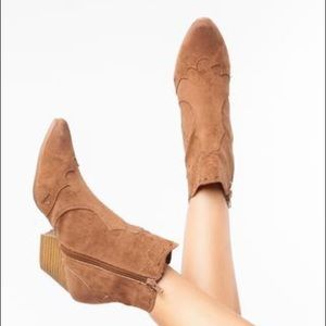 New Western Tribal Style Booties in Camel Size 9